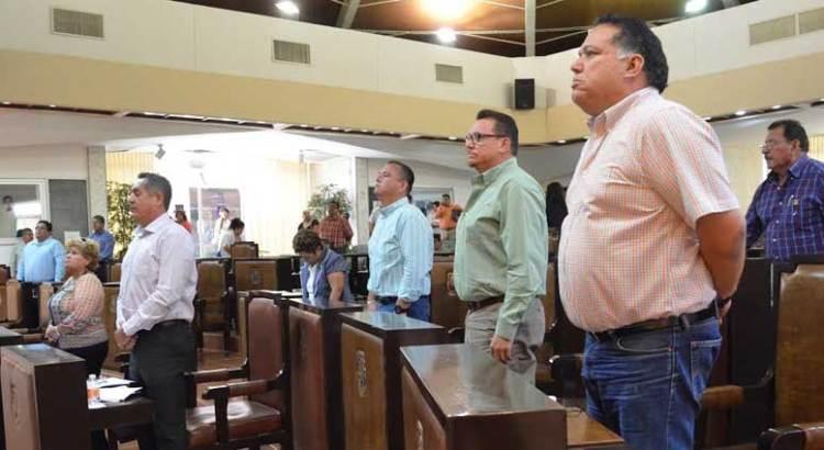 Reciben Humberto Peña y Leoncio Aguilar medallas al mérito periodístico
