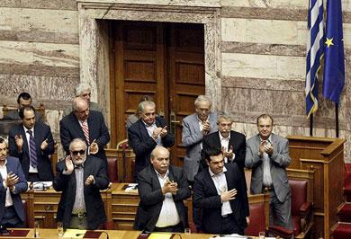Aprueba Parlamento de Grecia referendo sobre rescate