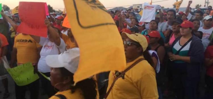 Se manifiestan simpatizantes del PRD-PT-MC en el Consejo Municipal Electoral