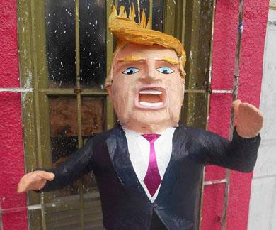 A darle de palos a Trump