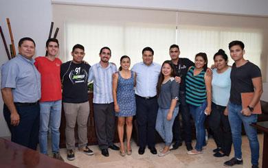 Visitan estudiantes de Comunicación   la Delegación de CSL