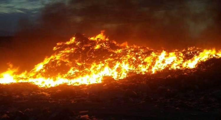 Consumieron las llamas recicladora de cartón