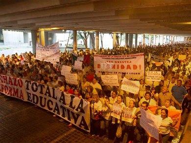 Cumplen maestros de Nuevo León su amenaza