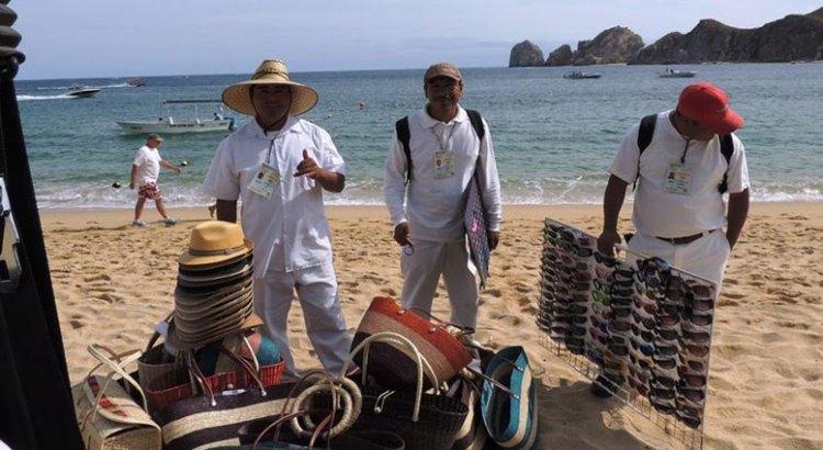 Regularizarán a vendedores ambulantes en playas