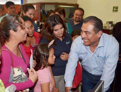 Atiende alcalde De La Rosa a ciudadanos de CSL