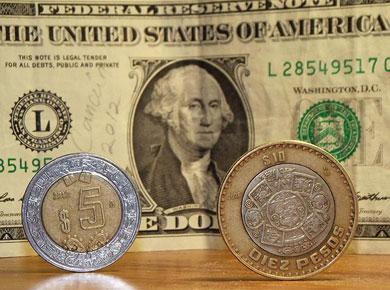 Sigue el dólar a la baja