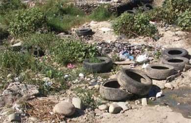 Exhortan no arrojar basura en arroyos