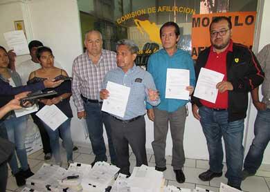 Renuncian al PRD 45 mil militantes