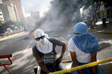 Reanuda Oposición venezolana protestas y bloqueos