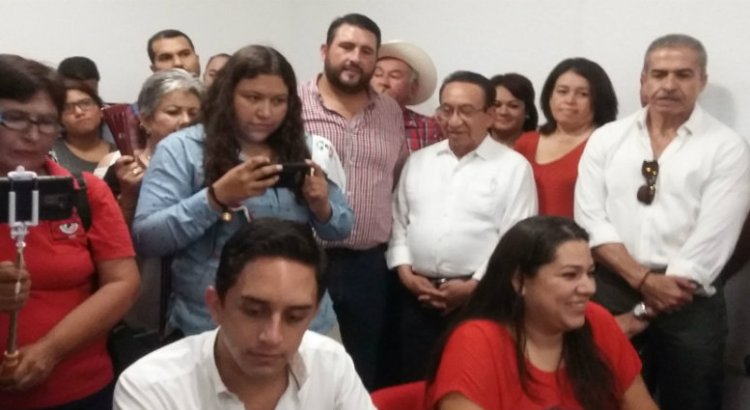 Registran Gabriela Cisneros y Andrés Liceaga fórmula para dirigencia estatal del PRI