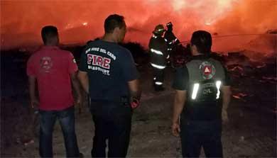 Sofoca Protección Civil incendio en basurero de Miraflores
