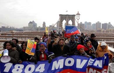 Marchan haitianos contra dichos de Trump