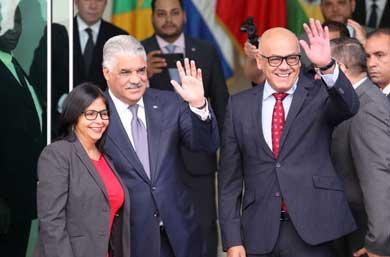 Retoman el diálogo Gobierno y oposición venezolana
