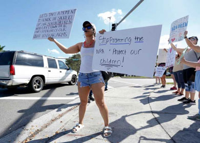 Miles exigen mayor control de armas