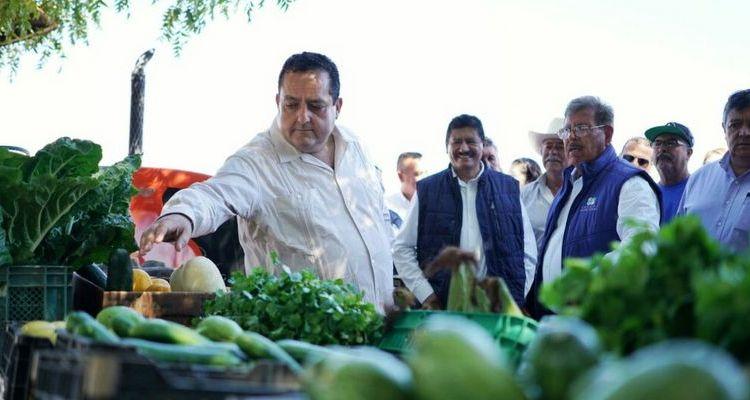 Entrega gobernador nuevos apoyos a productores agrícolas y pesqueros