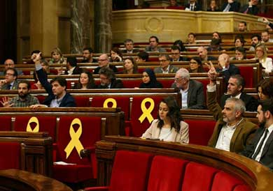 Reivindica Parlamento catalán poder investir a Puigdemont