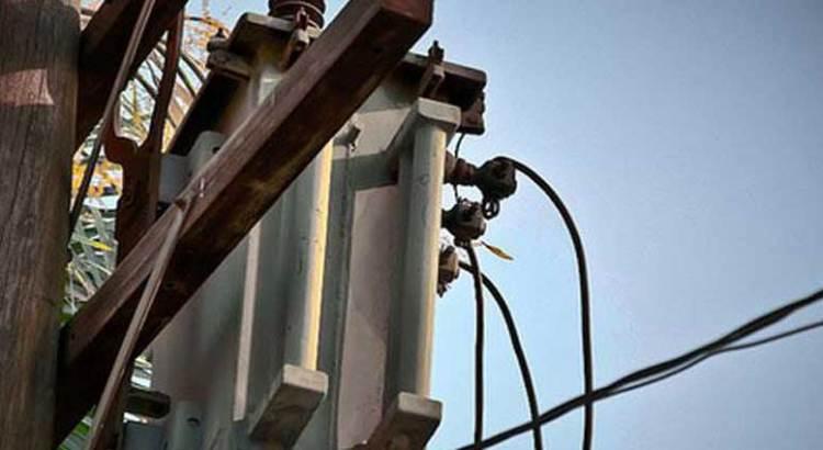 Explosión de transformador deja sin energía a más de una decena de colonias de La Paz