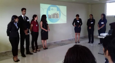 Presentan proyectos de negocios en el idioma inglés