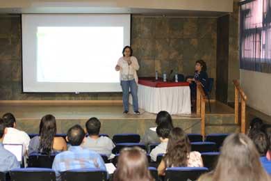 Capacita UABCS a maestrantes