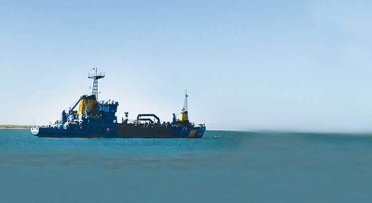 """""""Grave peligro a la salud y al ecosistema"""" causa el dragado en la bahía de La Paz"""