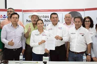 Firma Rubén Muñoz carta compromiso con el Frente Ciudadano en Defensa de Agua y la Vida