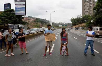 Aprueba OEA discutir la situación de Venezuela