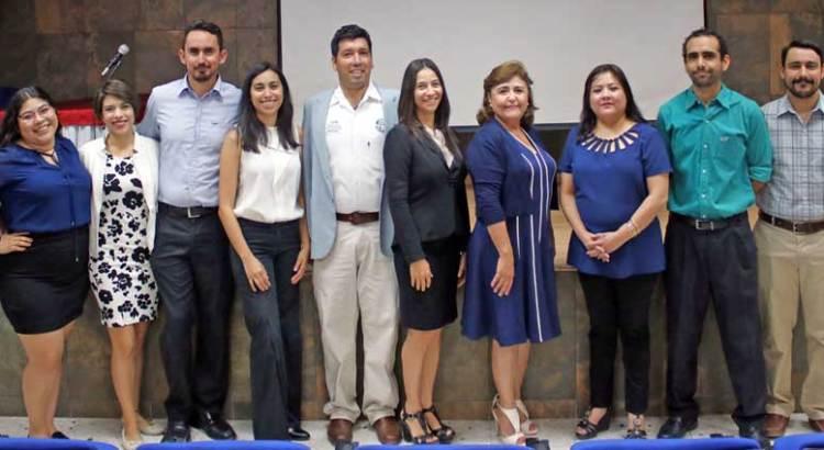 Participan alumnos de la UABCS en exposición de artículos científicos