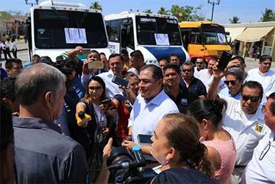Atiende y resuelve Alcalde a concesionarios del trasporte público