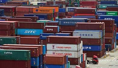 Impone Trump más aranceles a productos chinos