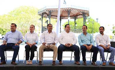 Entregan remodelación de la Plaza Mijares