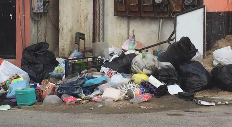Los Cabos sumido en la basura