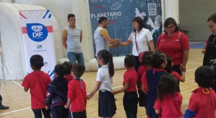 Visitaron alumnos del Conafe el Planetario Móvil