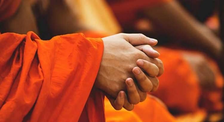 Sorprendieron a monje budista en una orgía