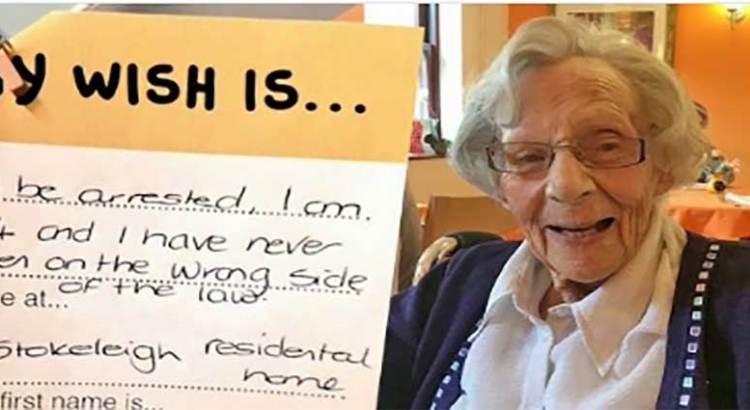 Cúmplanle su deseo a la abuelita