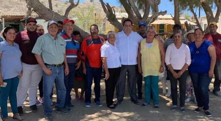 Visita el gobernador Carlos Mendoza  la comunidad de Puerto Alcatraz