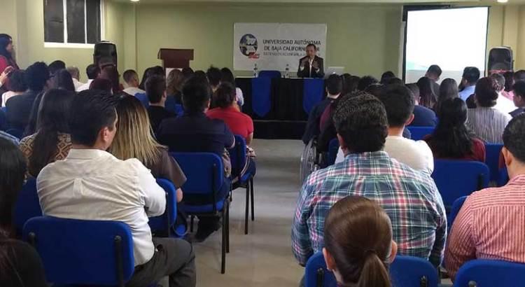 Imparten conferencia sobre justicia penal para adolescentes