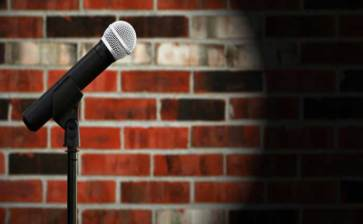 Hizo standupero macabra broma en su show