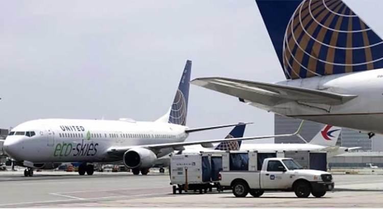 Se equivocó de puerta en el avión