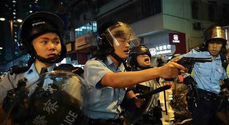 Arrecia violencia en protestas de Hong Kong