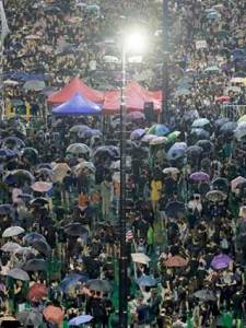 Desafían hongkoneses a China