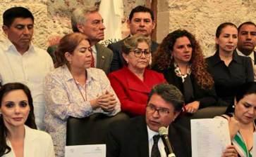 Cierran filas Senadores de Morena con Mónica Fernández