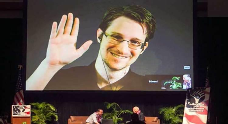 Pide Snowden asilo a Macron