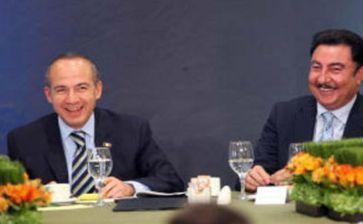 Narciso Agúndez, premiado por Felipe Calderón