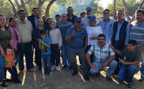 Visita el PAN la comunidad de Santiago
