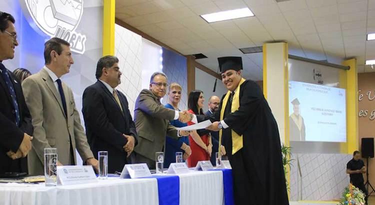 Egresaron 253 nuevos profesionistas de la UABCS