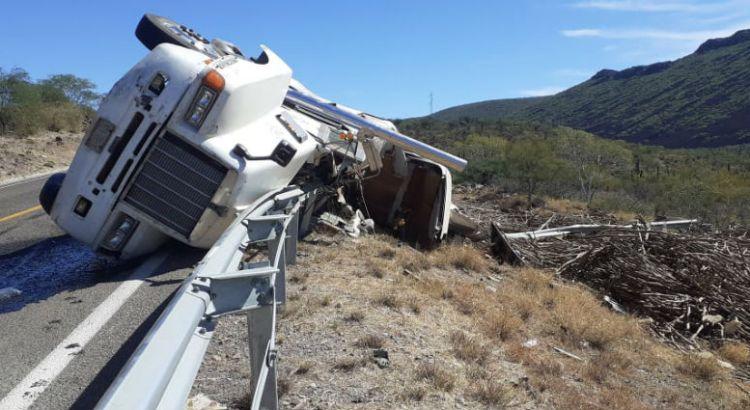 Se volcó un tráiler en el tramo carretero Comondú-Loreto
