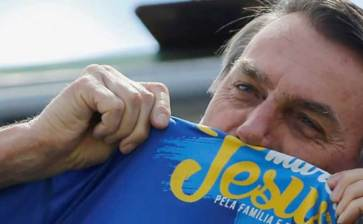 Se ríe Bolsonaro de la cuarentena