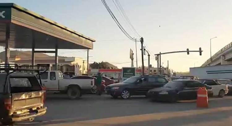 Filas para cargar gasolina barata