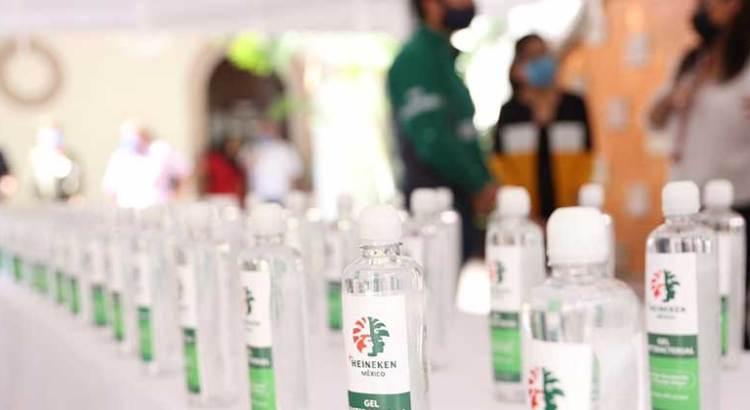 Donó Heineken 400 litros de gel anti-bacterial