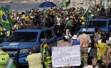 Dividen las protestas a Brasil